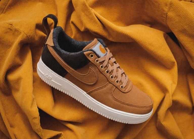 Brązowy but firmy Nike
